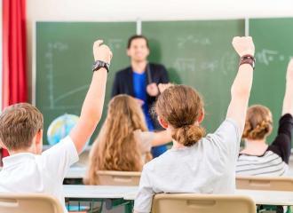 Giáo viên là gì? Giáo viên cần có những năng lực và phẩm chất gì?