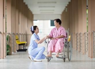 Muốn làm y tá thì học gì? Kiến thức cho người theo đuổi nghề y tá